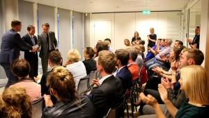 """Briuselio debatų klubo diskusija su Europos Parlamento nariais Petru Auštrevičiumi ir Gabrieliumi Landsbergiu tema """"Sankcijos Rusijai, migracija ir Graikija: ar Europa išlaiko solidarumo testą?""""  (2015 m. birželis)"""